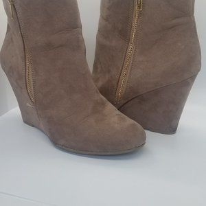 Report women's ankle high boot's